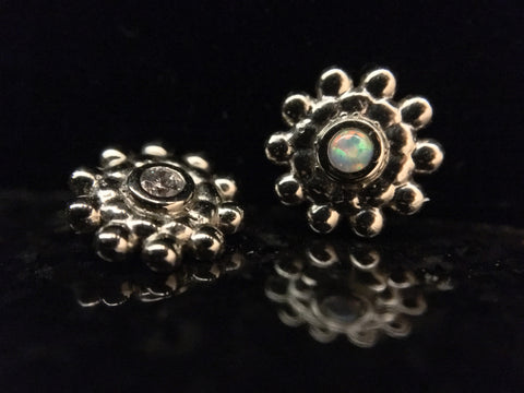 Anatometal 18k White Gold Sabrina Round Threaded End