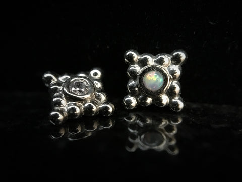 Anatometal 18k White Gold Sabrina Square Threaded End