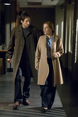 David Duchovny and Gillian Anderson - trench coat