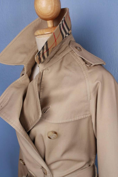 Beige Burberry jacket collar right