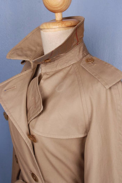 Burberry Short Trench Coat Collar Side