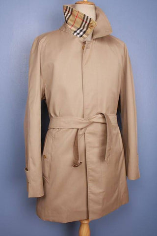 Trench coat from the front