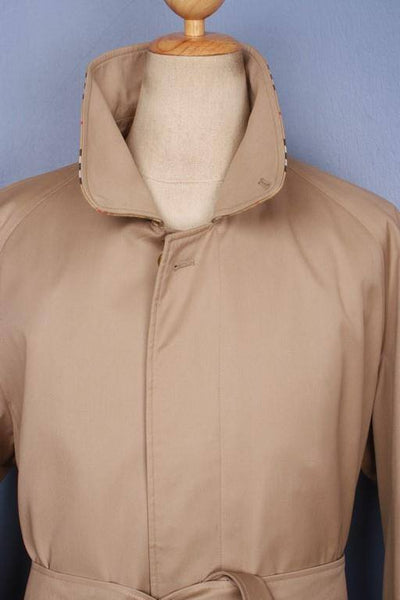 Collar front beige short trench coat