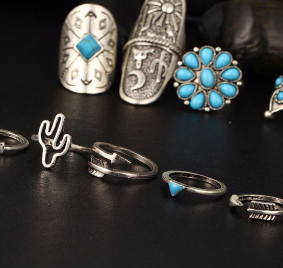 A set of vintage rings (Resizable)