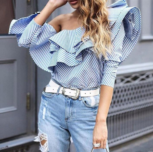 Blouse with ruffles and open shoulders