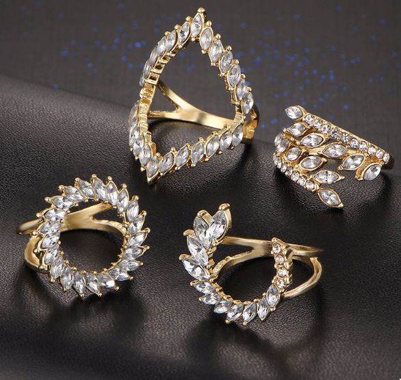 A set of cristal rings