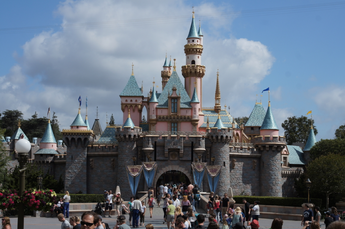 3 Tips for Traveling to Disneyland This Summer
