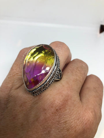 Vintage purple fuchsia to yellow vintage Art Glass ring about 1 inch long knuckle ring