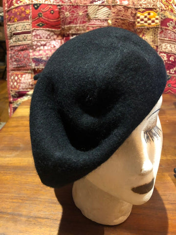 Vintage black wool felt 10 in beret hat