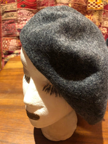 Vintage gray wool felt 11 in beret hat