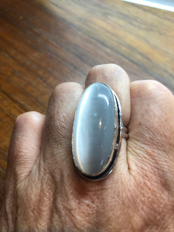 Vintage White Cat's Eye Art Glass ring about 1 inch long knuckle ring