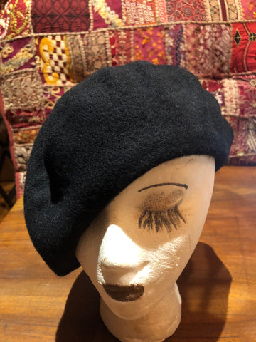 Vintage Black wool felt 11 in beret hat