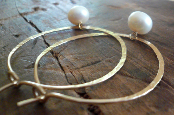 Mangly Hoops with Pearls in Gold - Choice of 6 sizes. Handmade. Hammered. 14k goldfill hoops. White freshwater pearls.