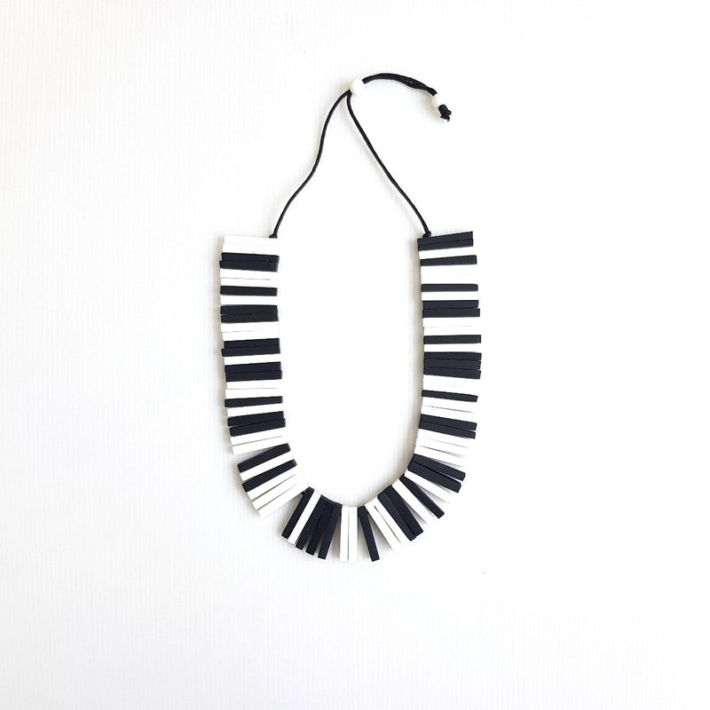 Sophia Black White Necklace