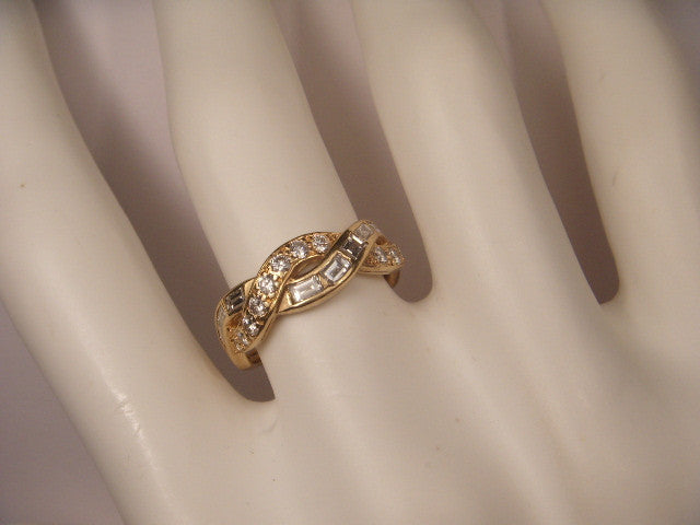 Gorgeous Estate 18K Yellow Gold Baguette Diamond Twisted Wedding Band Ring