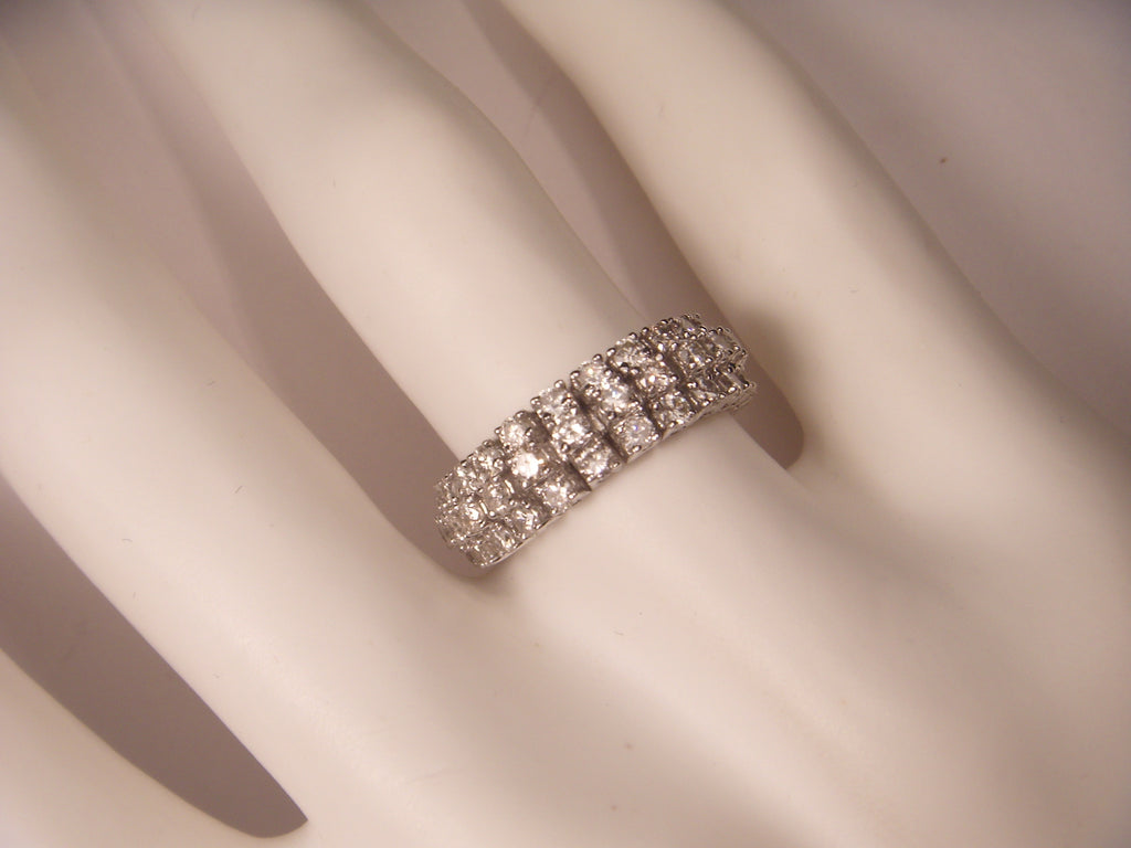 Gorgeous 18K White Gold Diamond Eternity Wedding Mesh Band Ring