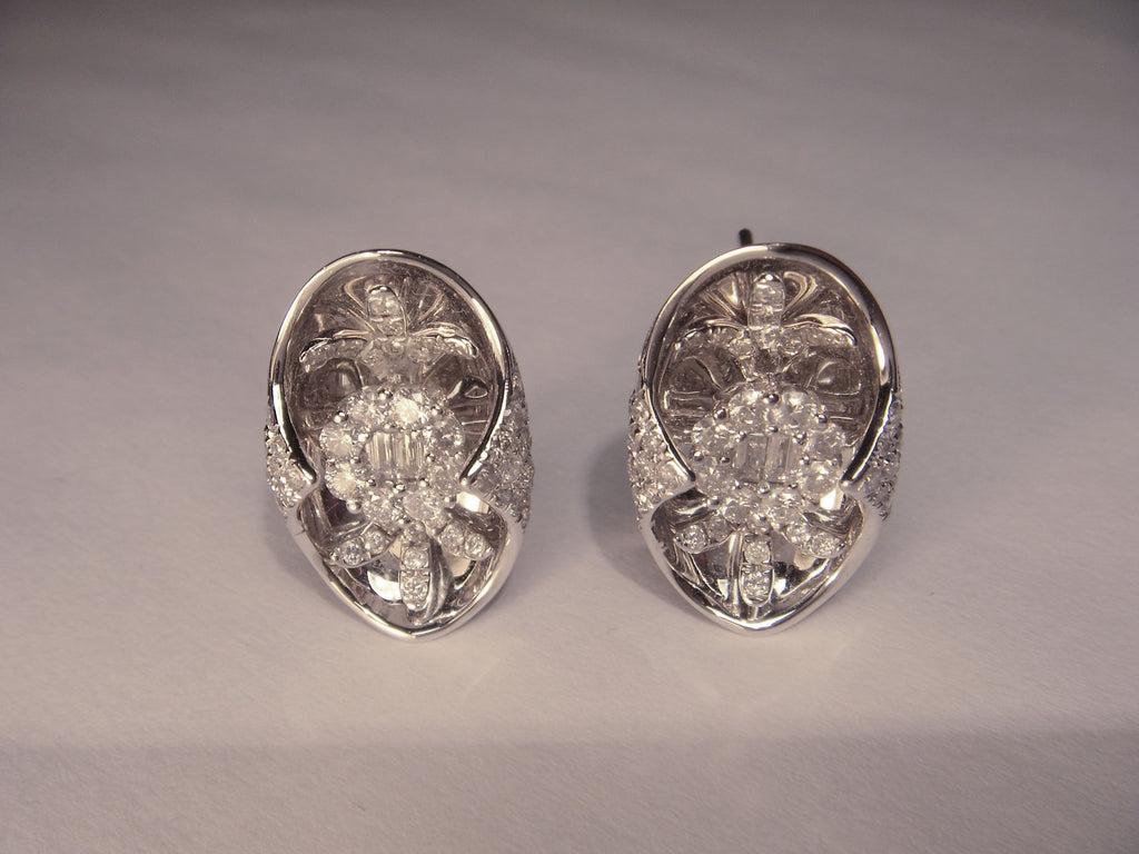 Beautiful 18K White Gold Diamond Floral Designer Earrings