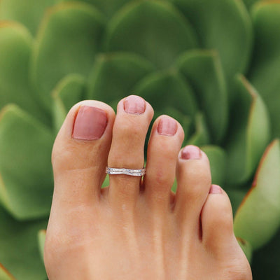 Silver Chevron Toe Ring by Pura Vida