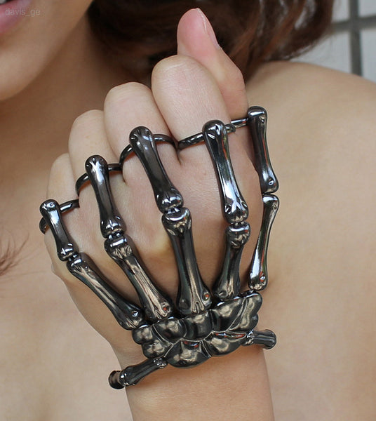 SKELETON HANDS STYLED JEWELRY