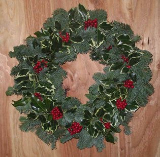 18Z - ZODIAC - Noble Fir and Holly Wreath