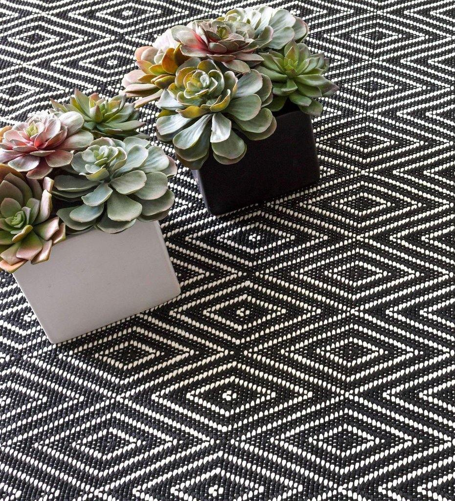 lifestyle, Dash and Albert Diamond Black/Ivory Indoor/Outdoor Rug