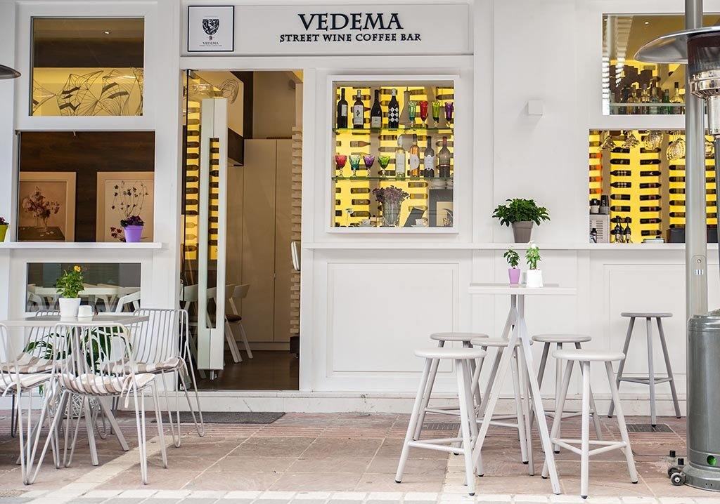 lifestyle, Juniper House-Almeco-Genesi Chair