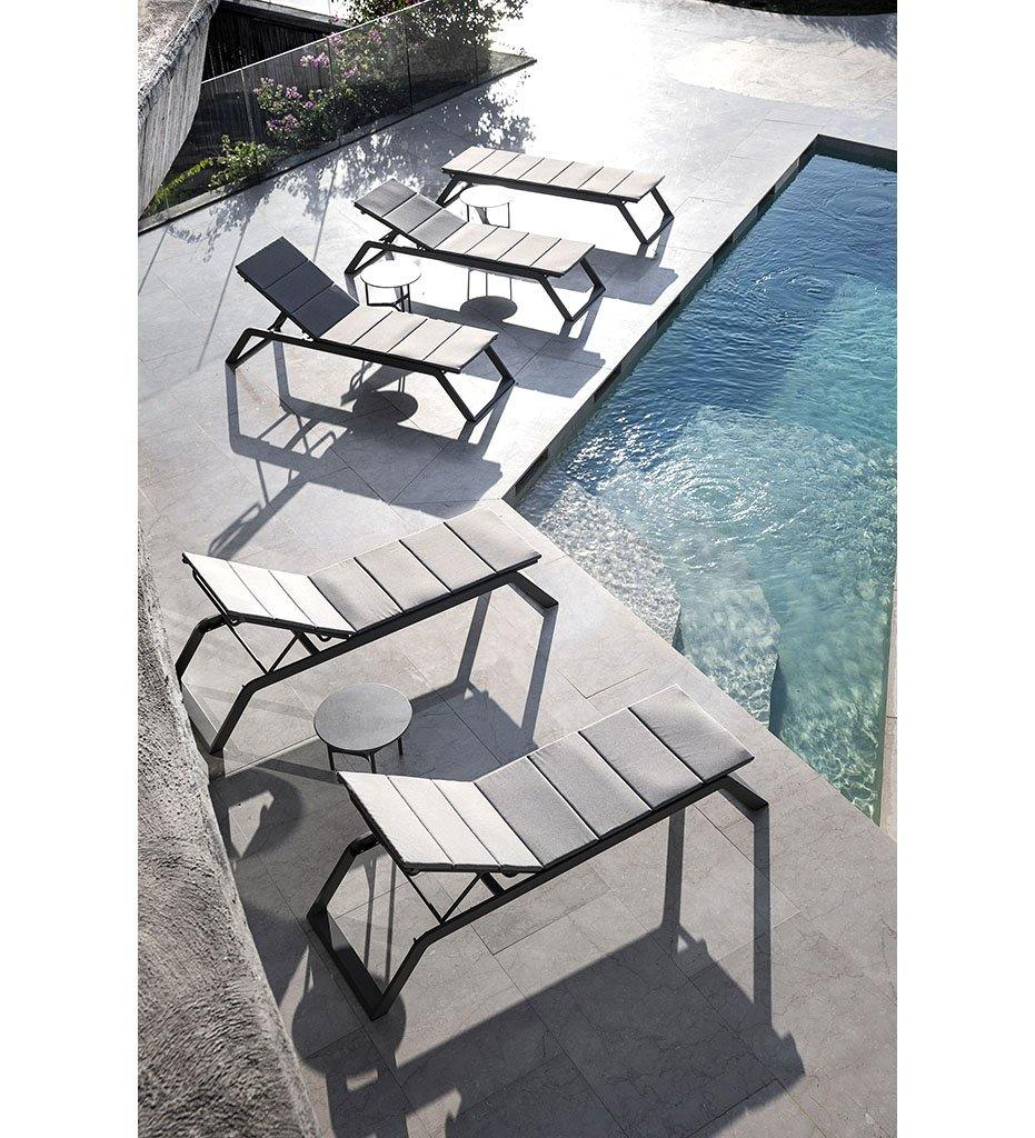 Cane-line Siesta Outdoor Sunbed in Grey Aluminum and Tex mesh 5519TXG