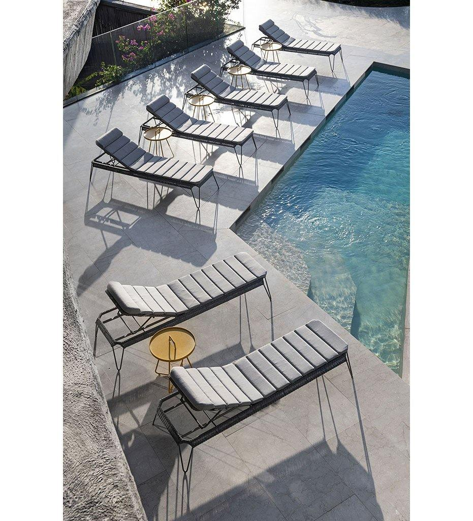 Cane-line Breeze Outdoor Chaise Sunbed in Light Grey All Weather Weave  with Light Grey Cushion 5569L YSN96I