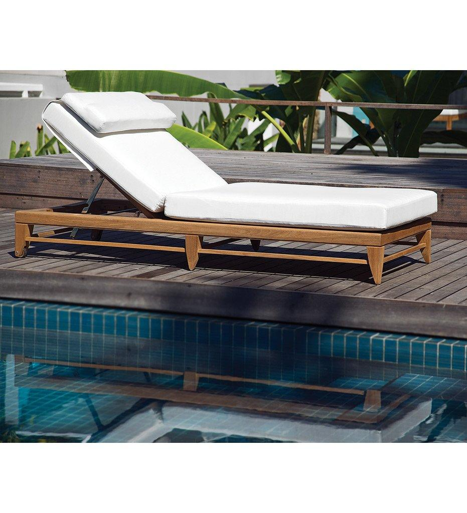 OASIQ Limited 100 Chaise with Adjustable Wheels