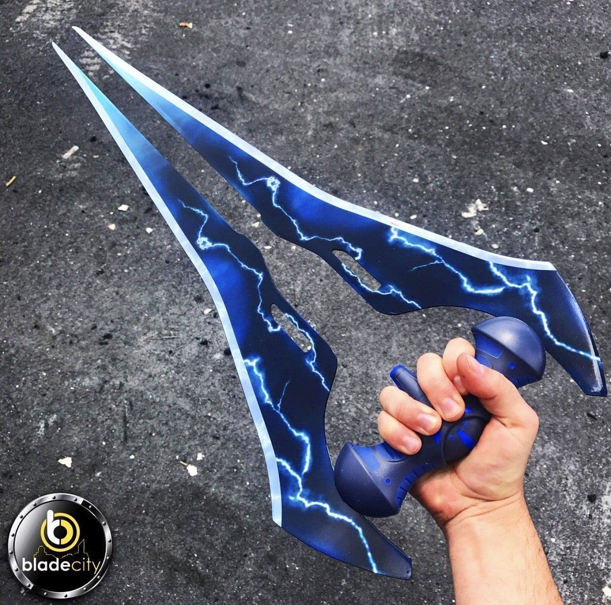 *Closeout Deal* Halo 4 Blue Lightning Sword-Blade City