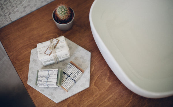 HONEY + OATMEAL SOAP - Hydrating and gentle