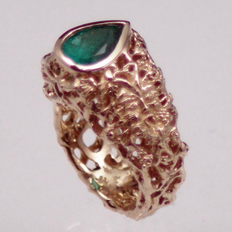 14kt yellow gold emerald green man ring