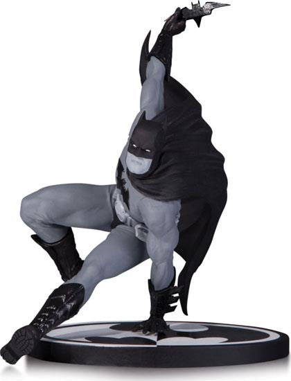 Batman Black & White Statue by Bryan Hitch - Jouets LOL Toys