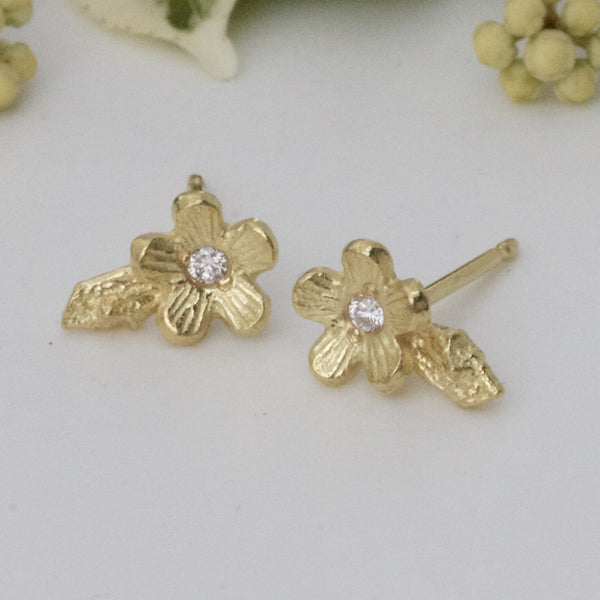 18ct gold flower stud earrings