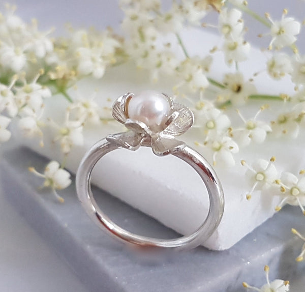 Pearl Flower Ring, Silver Pearl Ring, Freshwater Pearl Ring, Silver Ring with White Pearl, Pearl Botanical Ring, June Birthstone Ring