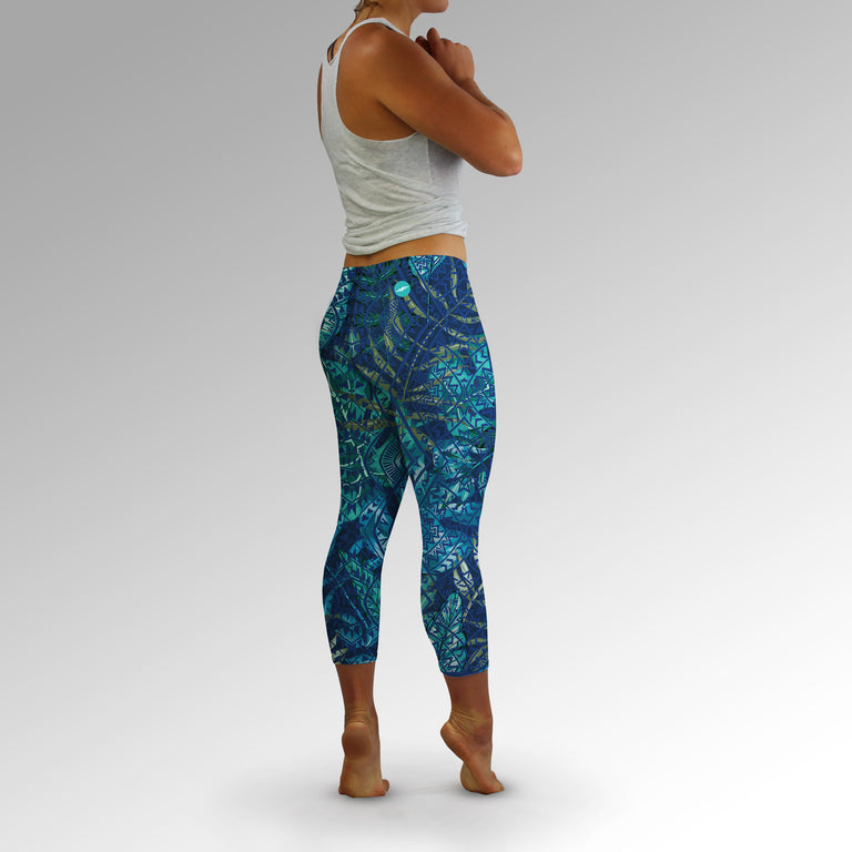 Women's Aqua Flora Capri Leggings