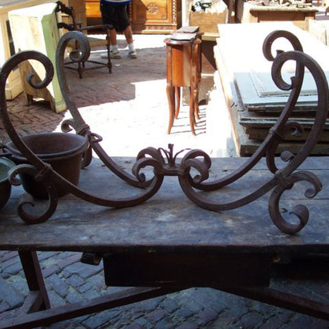 Tuscan Décor: A Guide The 5 Main Things to Know - Iron table base from a Tuscan antique fair in Arezzo.