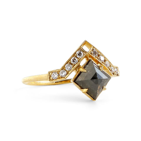 Artio Ring w/ Black Diamond
