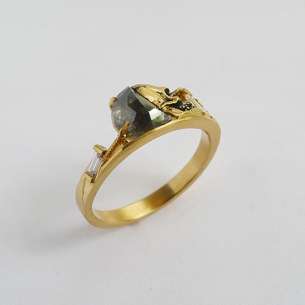 Lux Mori Ring