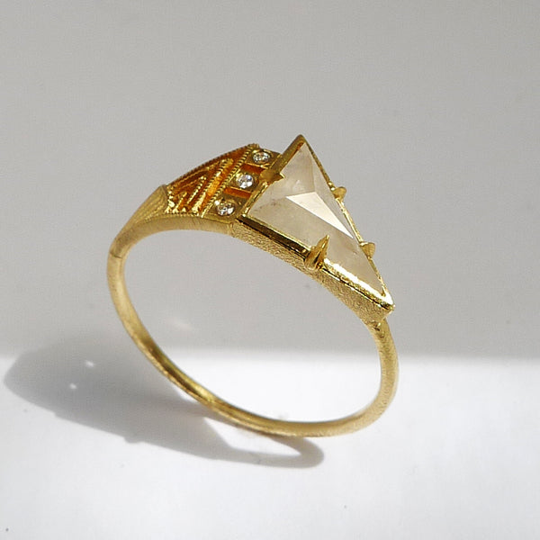 Petrae Ring w/ Gray Diamond