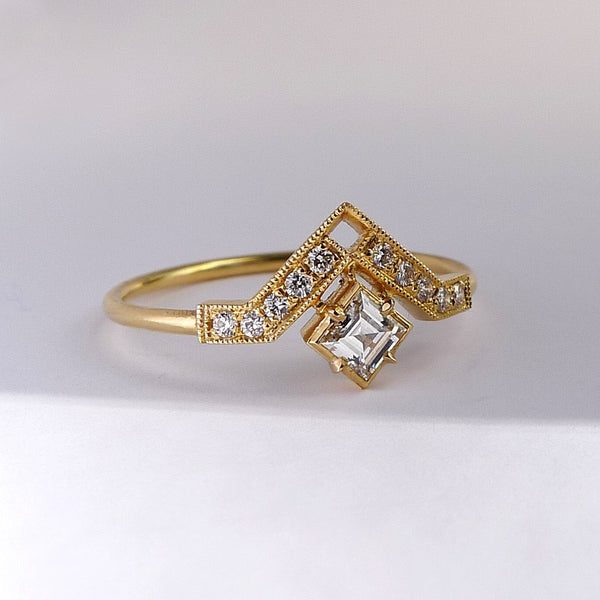 Artio Ring with White Diamond