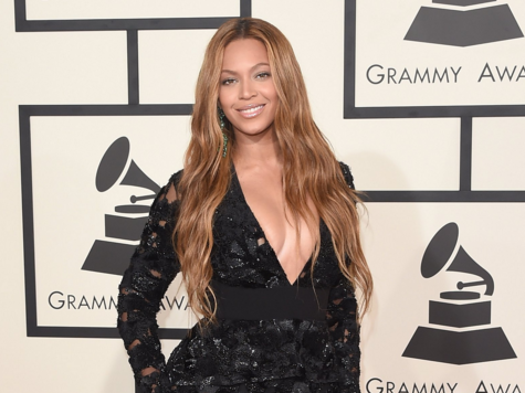 Everything Grammy nominees get in the extravagant $22,000 gift bag they take home