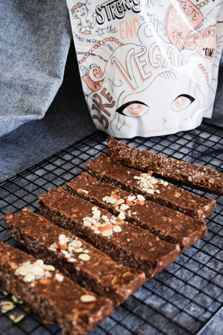 raw oat & choc slice with vanilla flavour protein powder