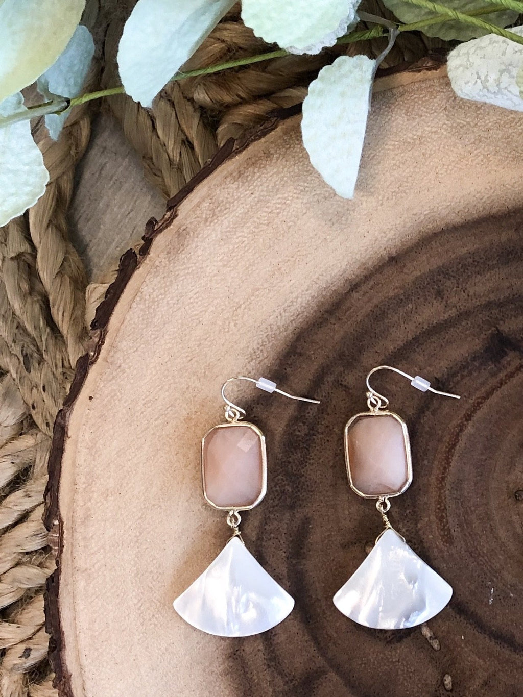 Alisse Shell Stone Earrings - Peach