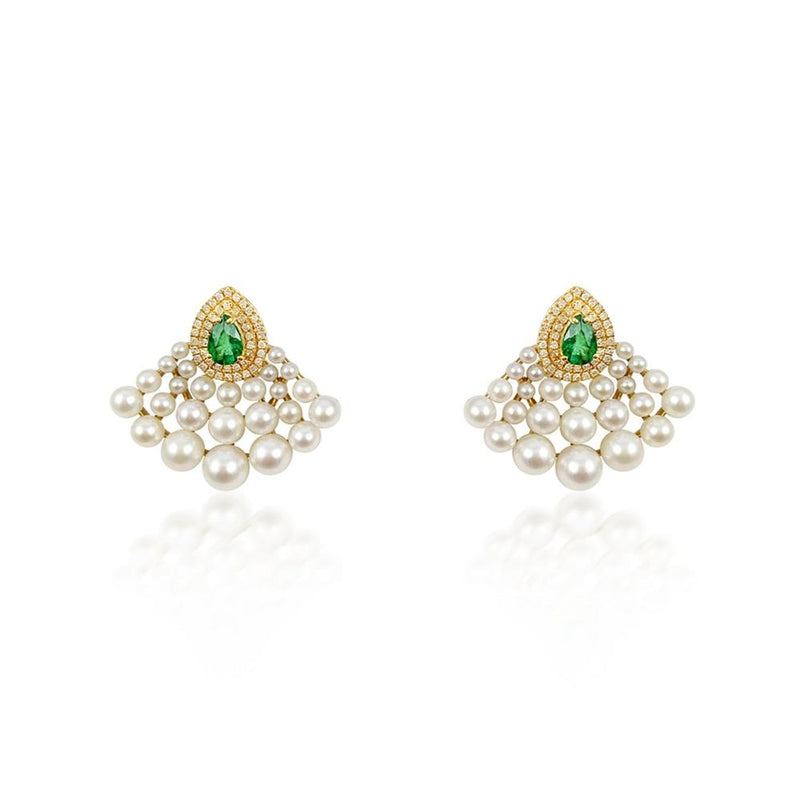 18K yellow gold earrings feature 50 Pearls of 14.73ct and 88 diamonds of 0.27ct with 2 Emeralds of 0.66ct.