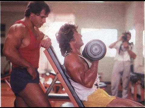 Sly lifting weights with Franco Columbu