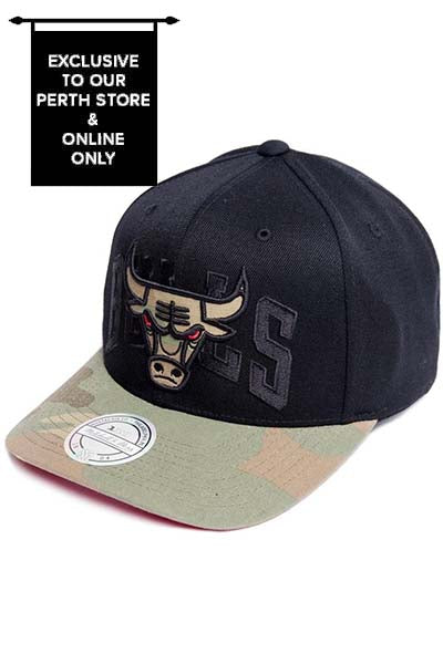 MITCHELL & NESS CHICAGO BULLS WOODLAND COVERT II SNAPBACK <br> NAR346