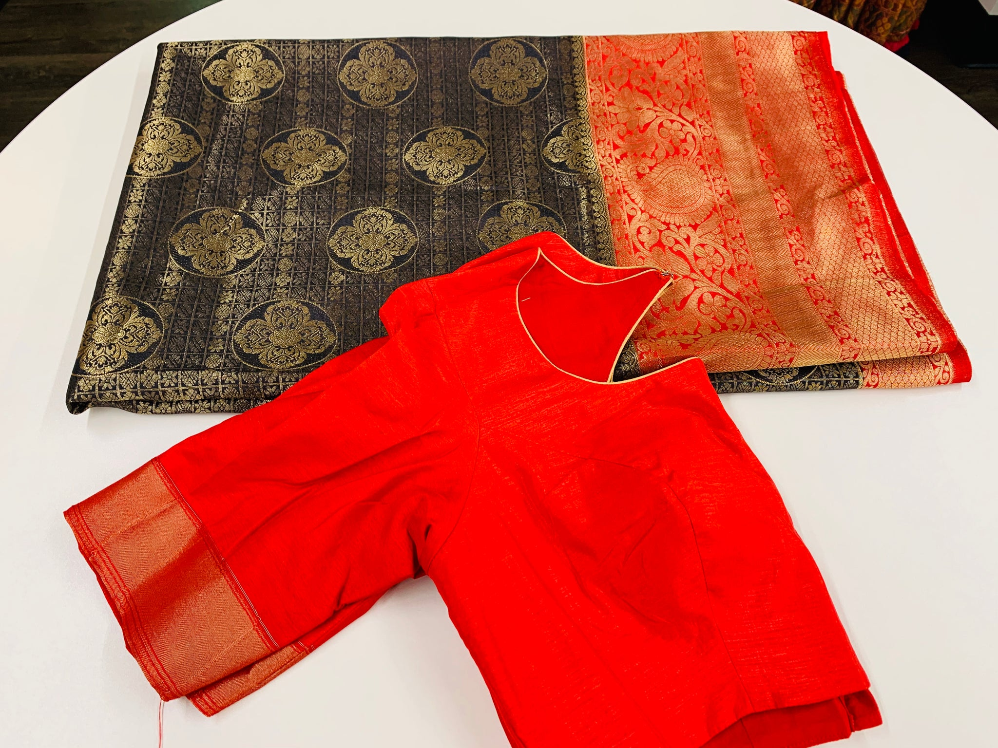 Black and Red Gandarwa Pattu Saree