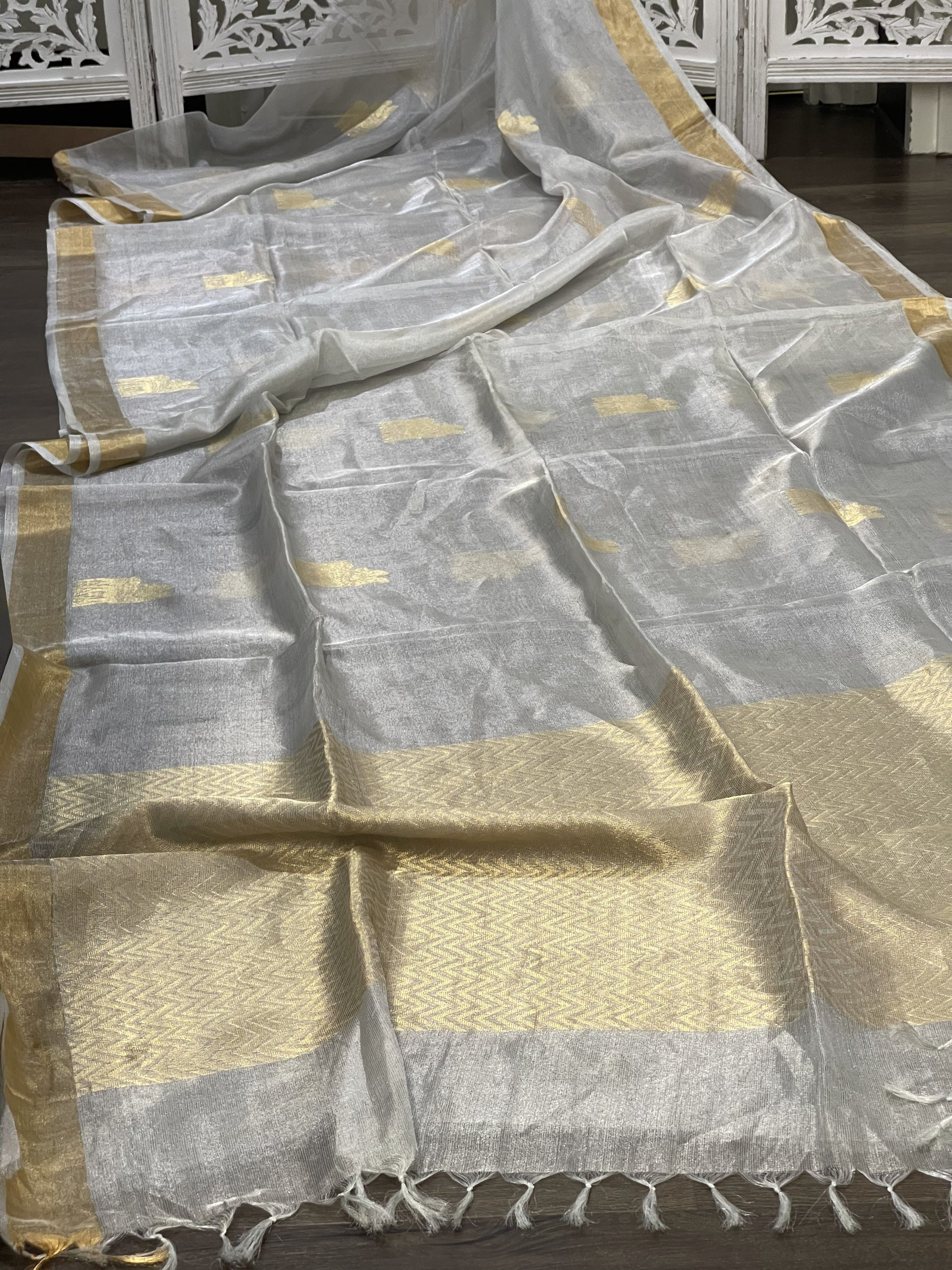 Silver and Gold Linen Tissue Saree - Sakkhi Style