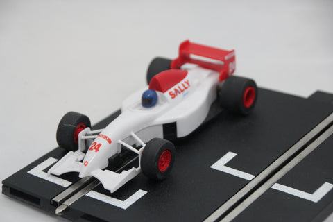 SCALEXTRIC CLASSIC CAR - C693 - SINGLE SEAT RACING CAR - WHITE - SALLY - 24